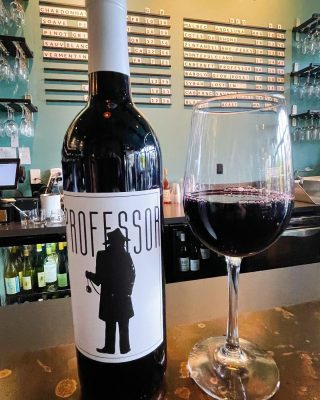 Half priced bottle night! Earth and Vine is offering 1/2 price of any bottle $30 and over on Tuesday's from 3-9pm!  Today we are featuring The Professor from Columbia Valley, Wa.  This Cabernet Sauvignon is a bold red with a very dry and acidic finish. Tasting notes include plum, black cherry, chocolate and oak.  . . . . . . . #halfpeicebottlenight #earthandvine #winebar #cabernetsauvignon #bainbridgewinebar #bainbridgedrinks #pleasantbeachvillage