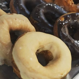 It's Wednesday and our irresistible sourdough donuts are back @pbvdonuts. Fresh, handcut sourdough donuts and sweet new cake donuts, too. Wednesday-Sunday in The Marketplace @pleasantbeachvillage Pleasantbeachdonuts.com #donuts #mmmdonuts #donutsofinstagram #sweetlife #bakery #bakerylife #eater #eaterseattle #sunsetmag #visitbainbridgeisland #visitbainbridge #visitbainbridgeislandwa  #bainbridgeisland #bainbridgeislandlife