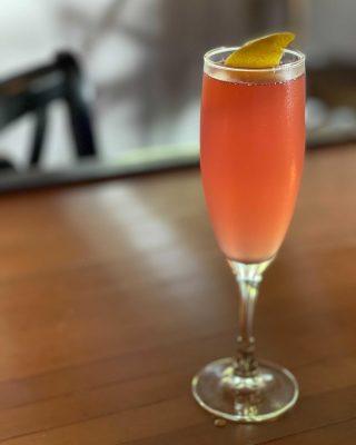 Cheers to the weekend with Joe's Italian 57. Lambrusco, gin & lemon juice. 🥂🍋 . . . . . . . . . #italian57 #celebrate #weekend #cheers #joesrestaurant #italiancuisine #italiandrinks #friday #bainbridgeisland #bainbridgedrinks #restaurant #pleasantbeachvillage