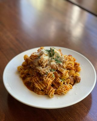 Comfort food perfection at Joe's Restaurant. Try our classic Bolognese: 8 hour slow simmer of beef, pork, San Marzano tomatoes, wine, vegetables and herbs with radiatore pasta, finished with Parmigiano and fresh parsley.  Joe's restaurant is open for dine-in & to-go this evening from 3-8pm.  . . . . . . . . . #joesrestaurant #pasta #italiancuisine #bolognese #yum #yummy #foodofinstagram #pleasantbeachvillage #bainbridgeisland