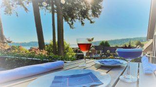 The sun is still out! ☀️Enjoy a cocktail on Joe's patio this evening from 4-9 pm. . . . . . . . . #patiodining #sunnyfall #cocktail #friday #refreshing #italiancuisine #joesrestaurant #bainbridgeisland #pleasantbeachvillage #bainbridgerestaurants