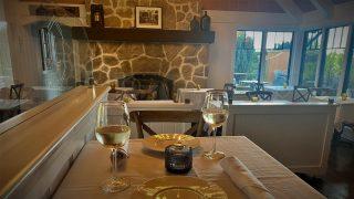 A relaxing evening at Joe's Restaurant… 🍷✨ . . . . . . . . . #joesrestaurant #vibes #relax #wine #italiancuisine #bainrbridgeisland #bainbridgerestaurants #pleasantbeachvillage