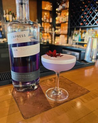 Cure the Sunday scaries with an Empress Gin Sour at Joe's bar crafted by @cdkelly ✨  Open this evening from 4-8pm. . . . . . . . . #empressgin #ginsour #sundayscaries #joesrestaurant #cocktail #cocktailhour #cocktailofinstagram #yummy #refreshing #pleasantbeachvillage #bainbridgeisland